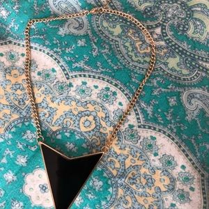 Forever 21 Jewelry - Statemwnt necklace black and gold